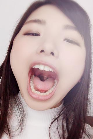 【口内自撮り】清純な女の子が、お口を自ら見せて、ドスケベ顔を見せつけてくれる・・・ 白鳥すず