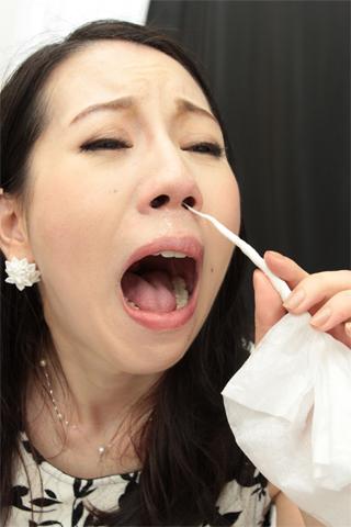 【鼻】鼻をじっくり撮られた後に、くしゃみ鼻水出しまくる変態女 徳永れい