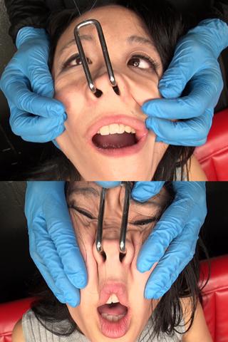 【顔面変形】鼻を吊り上げられながら顔面を弄りまわされる美女