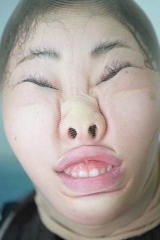 【素人女性にいきなり顔面変形の刑】パンスト顔面変形 みなみ/初めての変顔 かのん